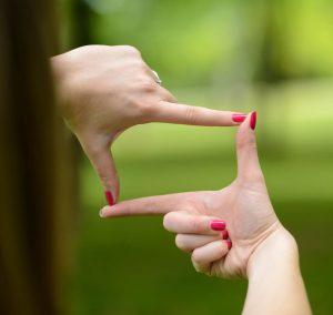 inquadrare il mondo con le mani